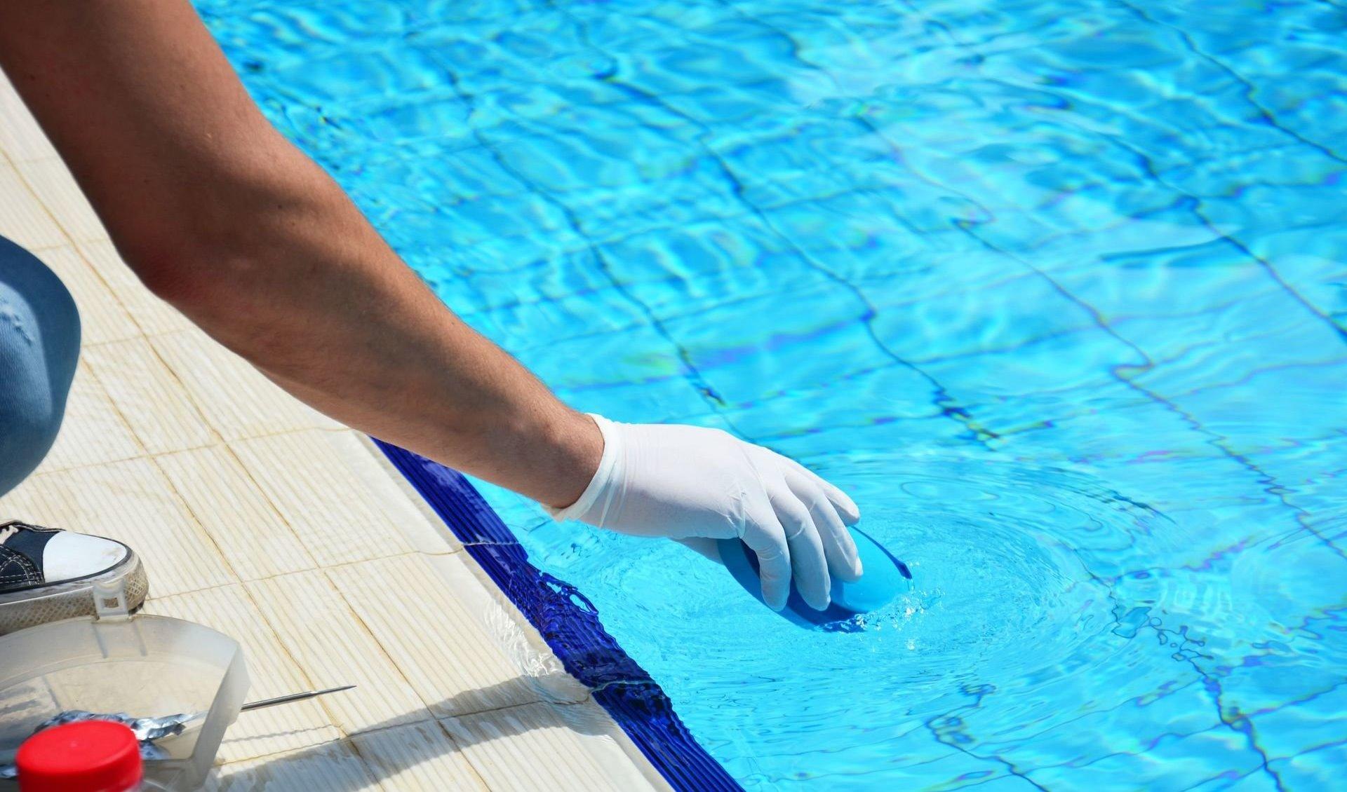 Альгицид для бассейна: назначение и преимущества реагента