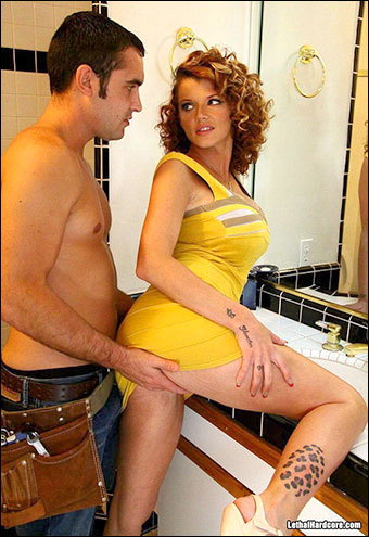 Joslyn James- Измена с домохозяйкой 2 / Horny Housewife Hookers 2 / Joslyn James Makes Her Hubby's BF Fuck Her (2011) DVDRip