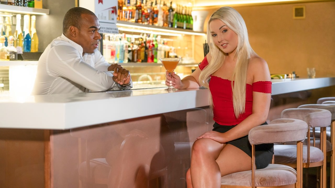 Lovita Fate - Czech blonde seduces the bartender (2019) SiteRip |