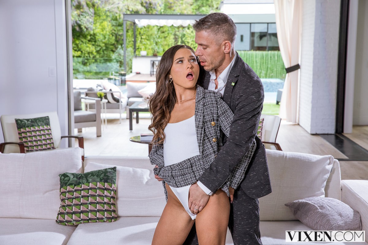 Zoe Bloom - Affair With Her Boss (2020) SiteRip |