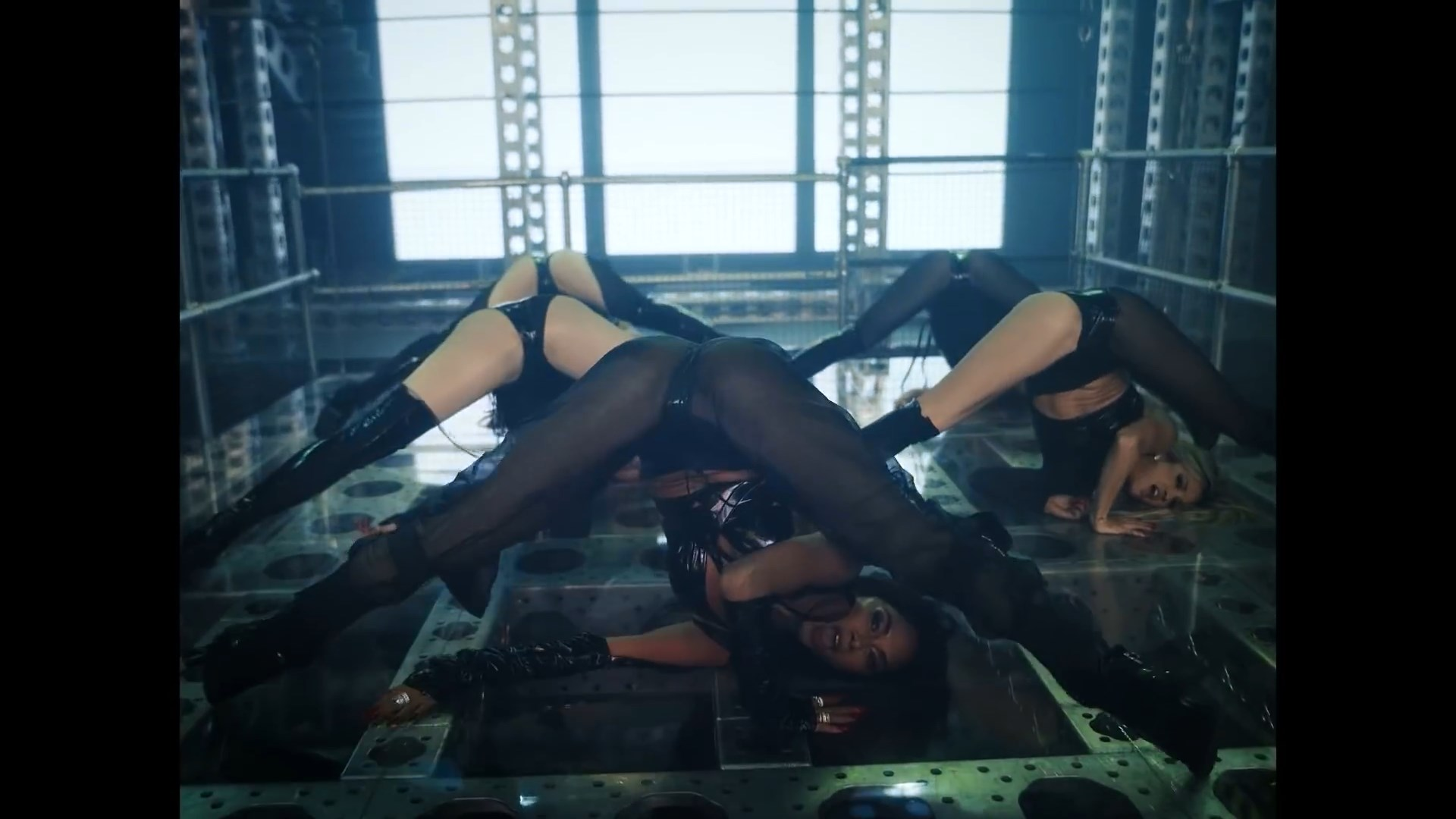 The Pussycat Dolls - React.mp4_snapshot_01.12_[2020.02.10_03.39.17].jpg