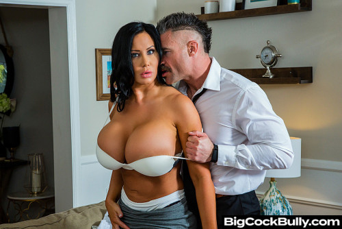Sybil Stallone - Sybil Stallone is tired of her husband's bullying and his little dick (2020) SiteRip |