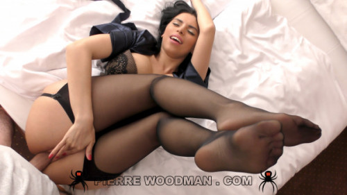 Kira Queen - XXXX - Sex party with friends / Woodman Casting X (2020) SiteRip |