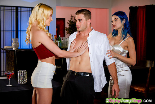 Jewelz Blu, Kenna James - Kenna James and Jewelz Blu give the waiter a hot threesome in an empty restaurant (2020) SiteRip |