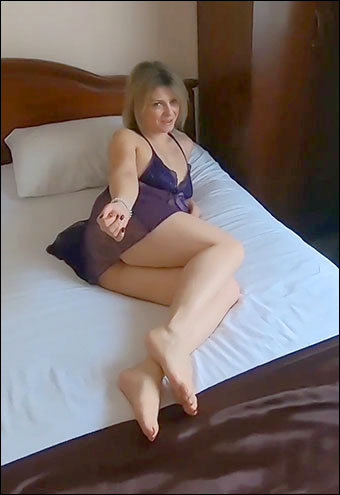 LittleMaryLollipop - Мачеха трахнулась с пасынком пока отца не было дома! / Stepmom Fucks With Her Son While Father Was Not at Home! (2019) CAMRip |