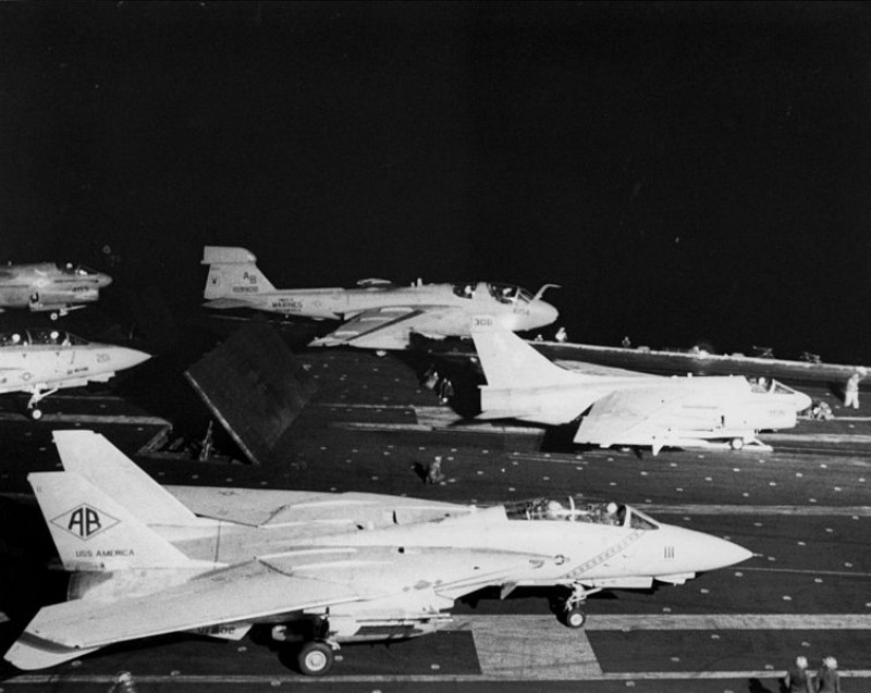 754px-Aircraft_on_USS_America_(CV-66)_during_attacks_on_Libya_1986.jpeg