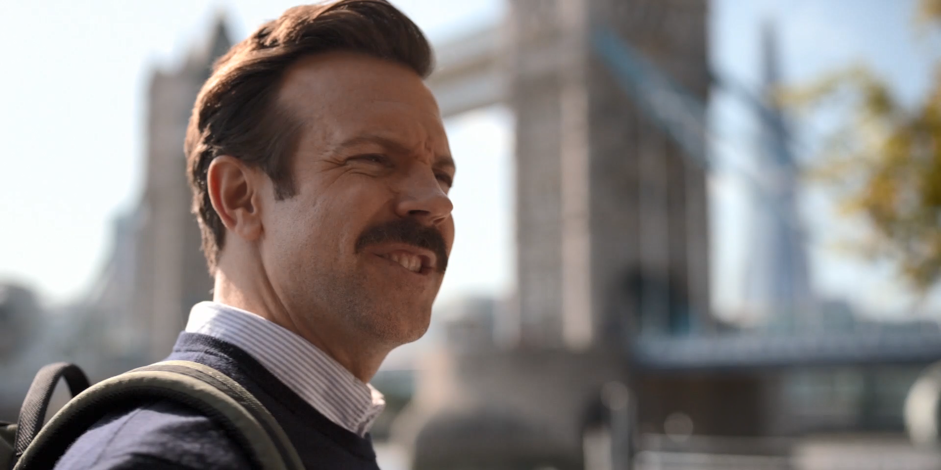1080p_UHD Ted.Lasso.S01E01_ideafilm_Spin City33.mp4_snapshot_07.23.151.png