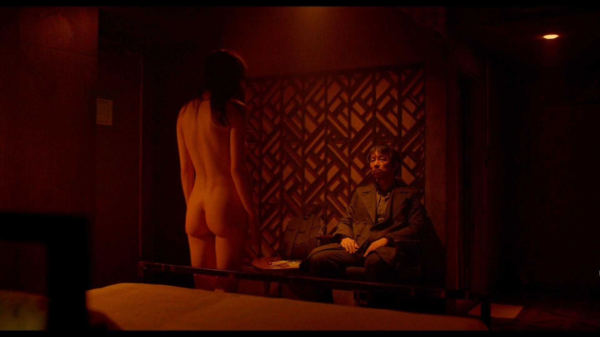 Alexandra Daddario - Lost Girls and Love Hotels (2020) 1080p WEBRip 4-0-00-54-985.jpg