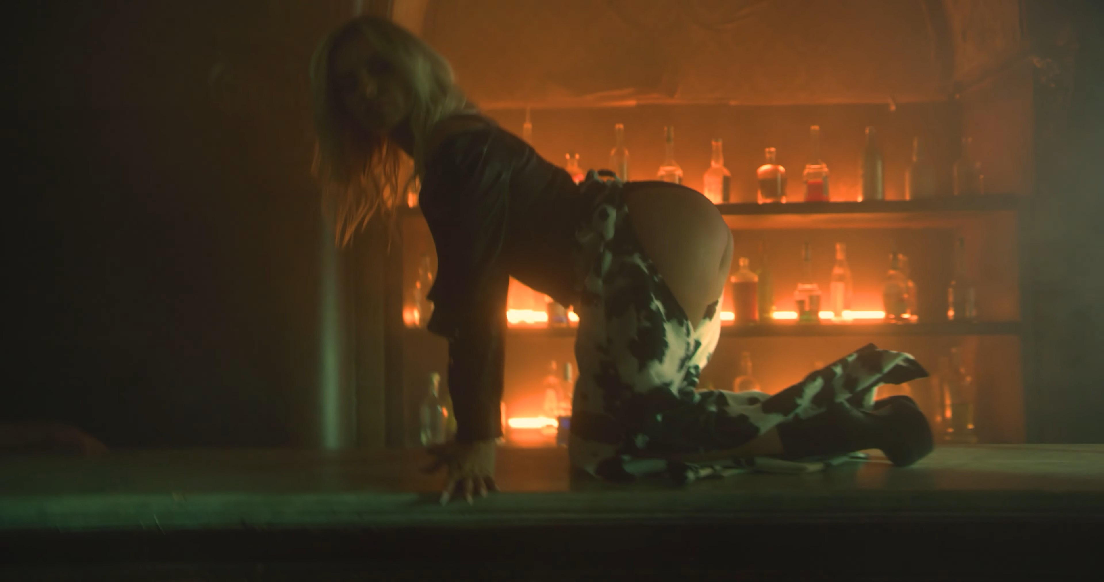 Paul Damixie feat. Alexandra Stan - Bandit   Official Video.mkv_snapshot_01.35_[2020.10.09_16.21.57].jpg