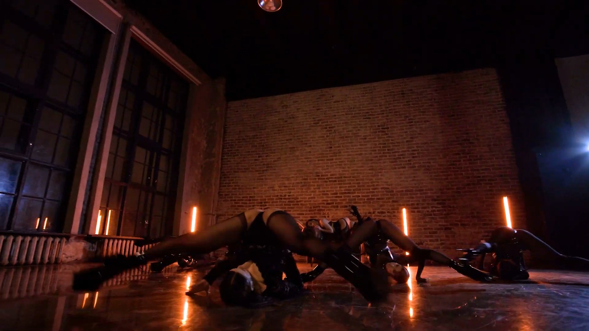 MARUV — Maria (Official Dance Video).mp4_snapshot_01.01_[2020.11.16_21.53.32].jpg