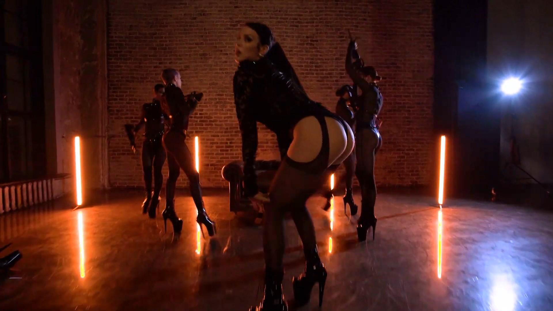 MARUV — Maria (Official Dance Video).mp4_snapshot_00.55_[2020.11.16_21.53.11].jpg