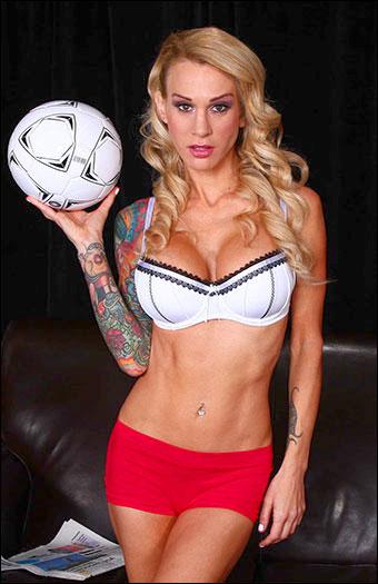 Sarah Jessie - Распутный футбол Сары / Жесткие тренировки / Sarah's Slutty Soccer Jam / Hard Workouts (2015) WEB-DLRip |
