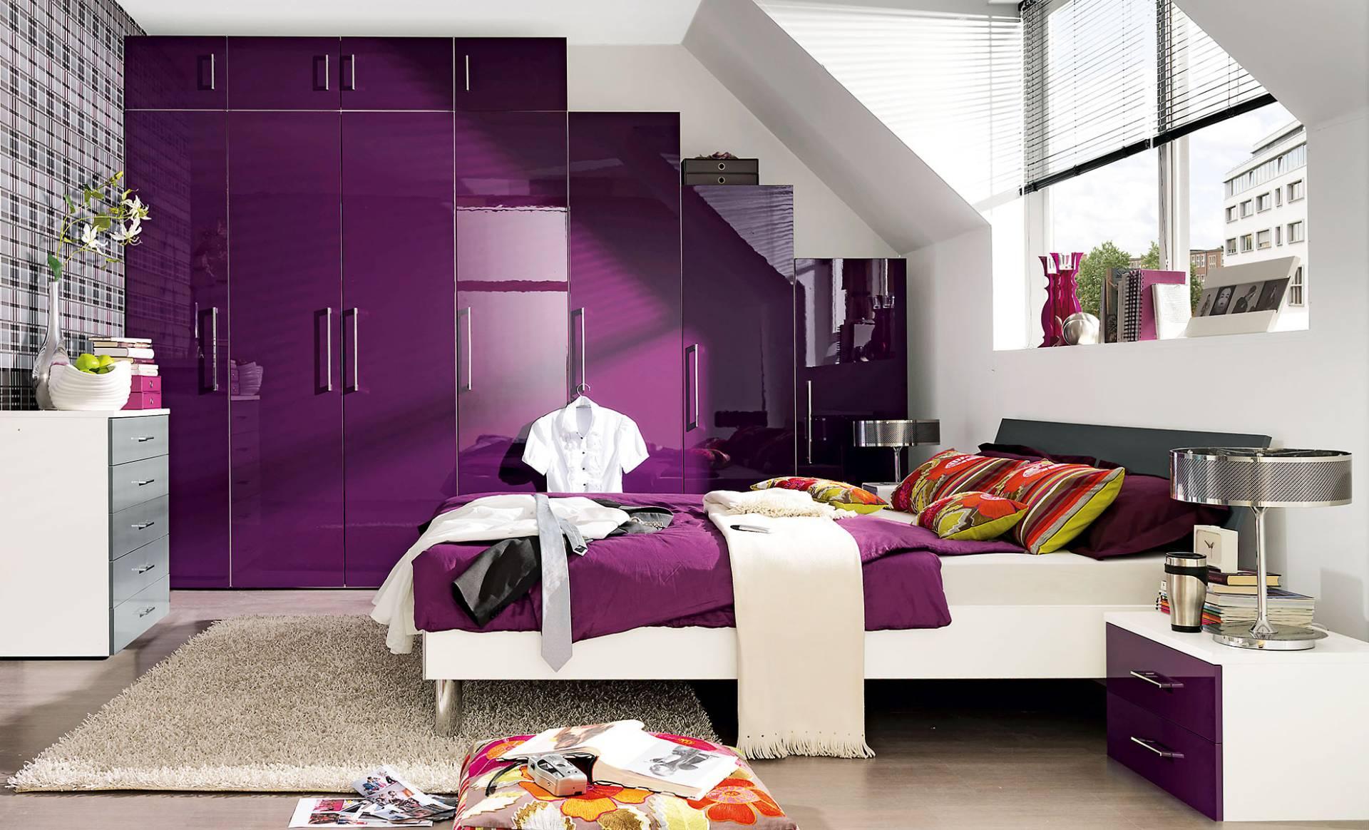 как выбрать цветной шкаф для комнаты