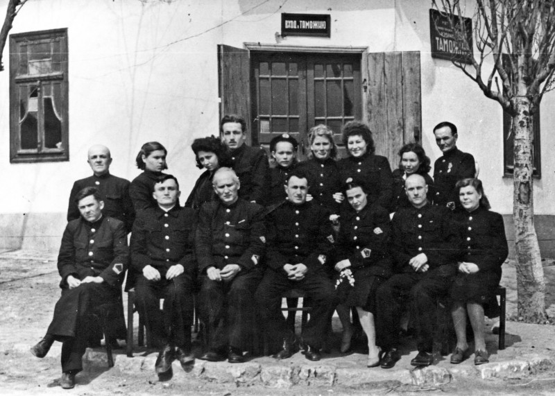 Коллектив Измаильской таможни. 1944 год.jpg