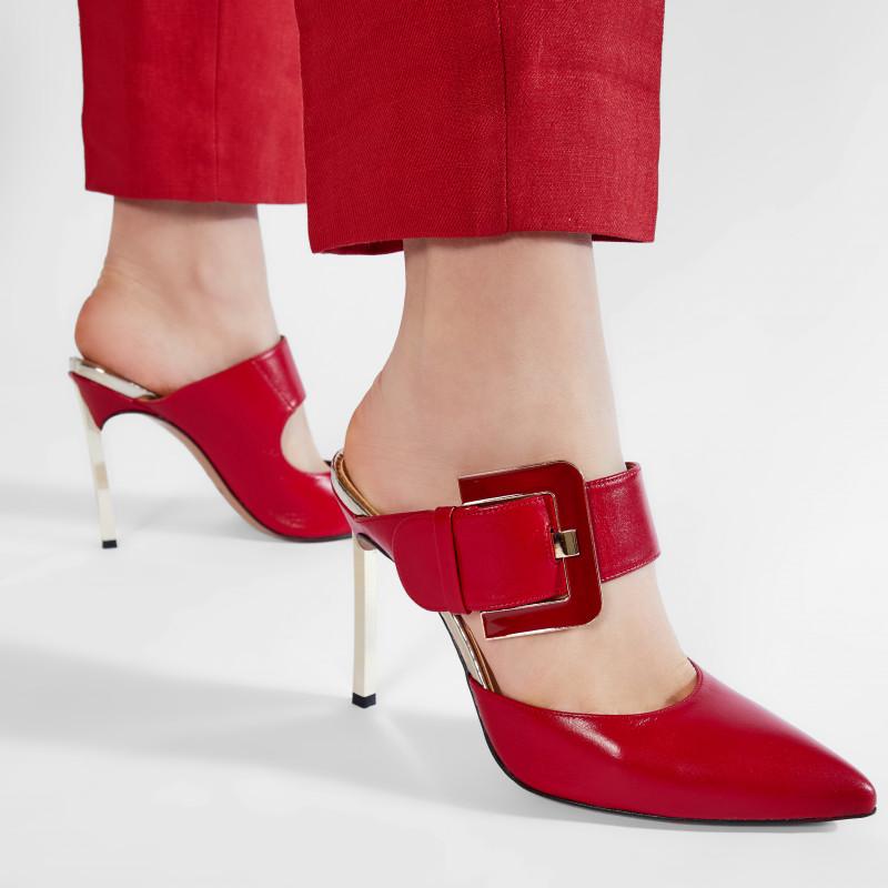 2021: время носить мюли на каблуках